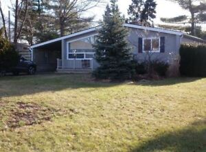 Lovely Bungalow In Northend Location for Lease