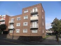 Lovely 2 bedroom ground floor flat on Brook Court in the town centre with parking
