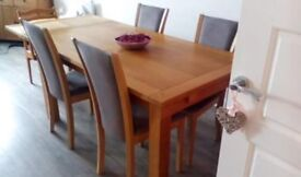 SKOVBY 4 seater Table (Extends to 6)