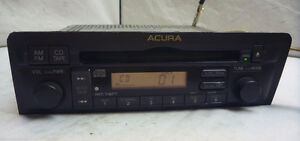 Radio AM/FM CD Player original pour Acura 1.7 EL West Island Greater Montréal image 1
