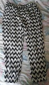 Black & White Chevron Patterned Pants - BRAND NEW! Kitchener / Waterloo Kitchener Area image 2