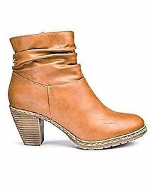 Lady's boots brand new