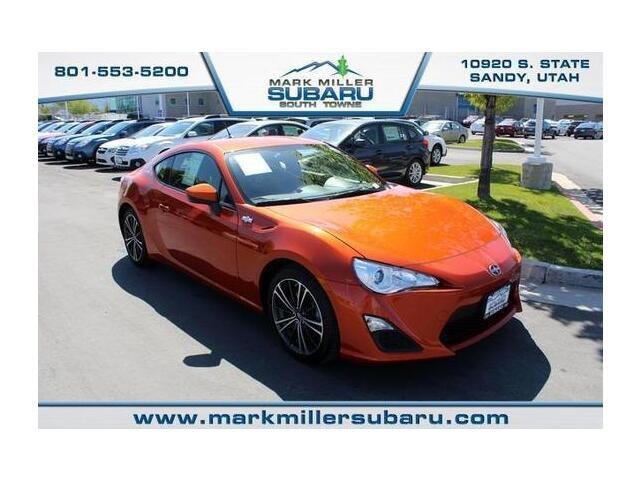 Scion : FR-S 6 Speed FR S 11k miles Manual Orange & Black RWD CD MP3 AC