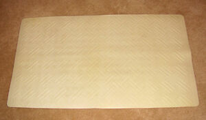 hardly used beige bathmat in perfect condition