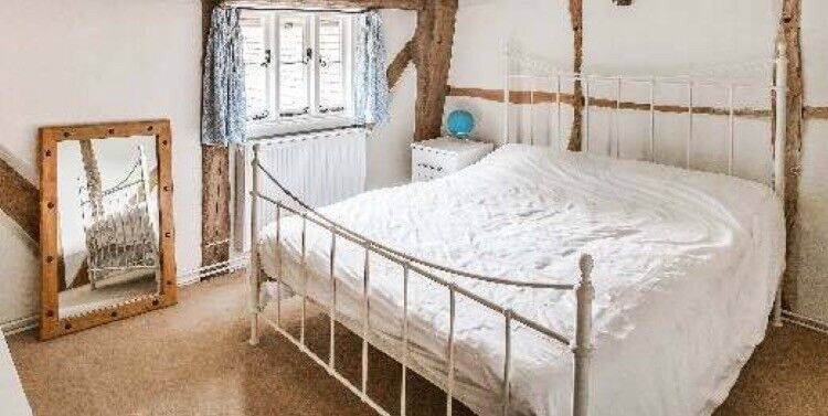 BEAUTIFUL OFF WHITE/CREAM METAL DOUBLE BED FRAME