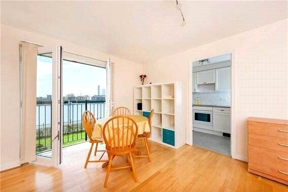 Bright and spacious 1 double bedroom property to rent close to Canary Wharf. Secure development.
