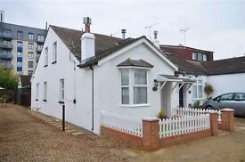 One Double Bedroom in a family house, Ideal for Female Professional