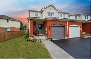 Stunning 3 bed 2.5 bath Family Home in South East Barrie!