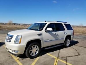 2010 Escalade, low km, AWD, $23,500