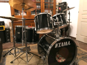 Drum batterie tama rockatar avec 3 cymbales fomme neuf