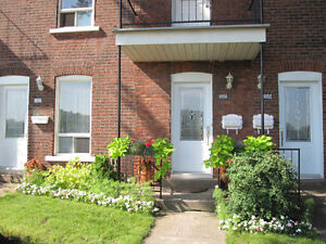 Bright 4 1/2 ground floor with large backyard in NDG
