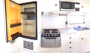 21' ENCLOSED TRAILER WITH BATHROOM & KITCHEN & MORE.