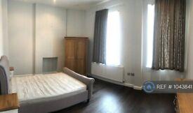 1 bedroom flat in Regan Way, London, N1 (1 bed) (#1043841)