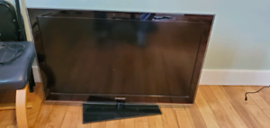 Samsung 40 inch TV with remote