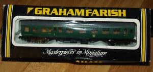 Graham Farish BR 63ft Mk.1 Corr.2nd (SK) Mal. Grn SR Train Car