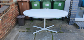 Free oval dining table 150 x 100 cm