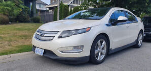 2012 FULLY LOADED CHEVROLET VOLT EXCELLENT CONDITION LOW KMS
