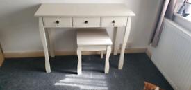 Dressing/art table