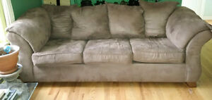 Matching Brown Couch and Loveseat Set