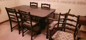 Extendable table with 6 chairs (2 carvers)