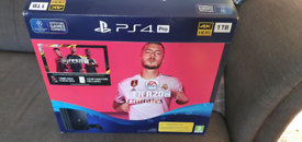 PS4 Pro 1TB + 2 Official Controllers + Fifa20
