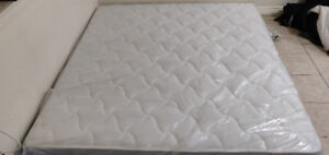 King size spring mattress on sale ( excellent condition )