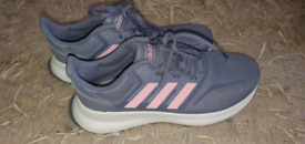 New size 5 Adidas trainers