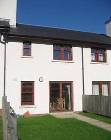 south facing 3 bedroom terrace house for rent. To Let unfurnished 3 bed near School.