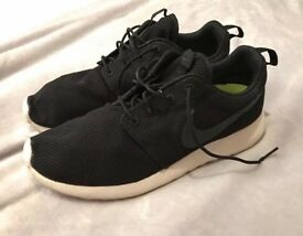 Nike Roshe Run trainers size 9.5
