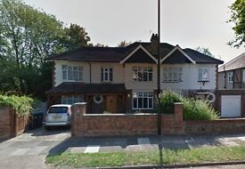 2 bedroom flat in The Chine, Winchmore Hill