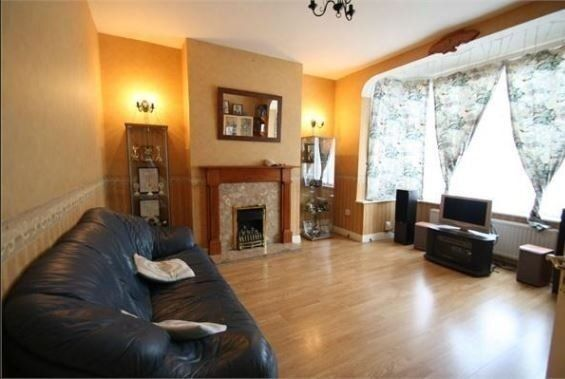very modern 3 bedroom house to rent in barking! clean and tidy