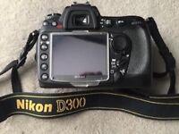 Nikon D300 DSLR DX (original box, 2 batteries, 2 memory cards)