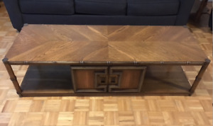 4-PIECE SOLID WOOD LIVING ROOM SET IN FANTASTIC CONDITION!!