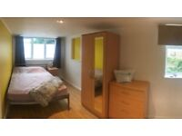 Double Room in a Professional House Share (BBR1)