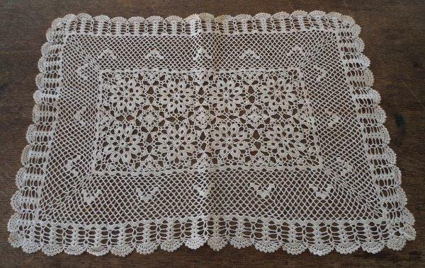 Vintage Fancy Crochet Lace Tray Doily Table Runner Scallop Daisies Ecru Placemat