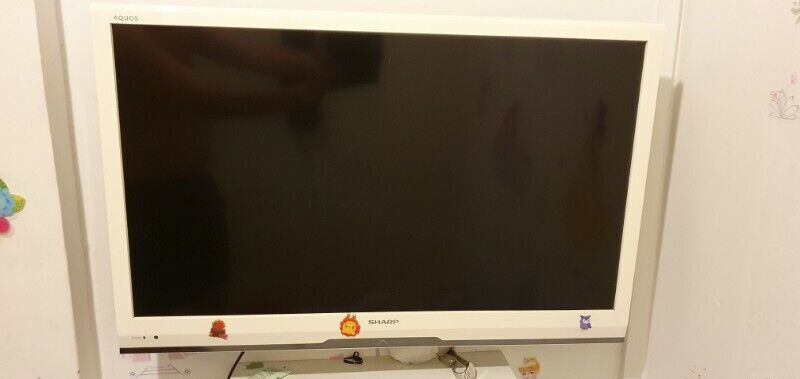 Sharp 32 inch LCD TV