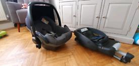 Maxi cosi pebble grey and Black baby car seat and isofix base