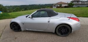 2007 Nissan 350z Roadster. Mint Condition - Paint and Top
