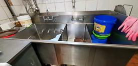 Restaurant sink