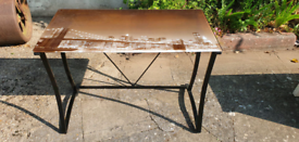 DESK WITH PICTURE OVER LOOKING NEW YORK. FREE LOCAL DELIVERY
