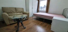 Double room for rent, Bills included, 3mins to underground station