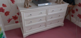 LARGE QUANTITY COTSWOLD FURNITURE 6 DRAWER CHEST OF DRAWERS OFF WHITE