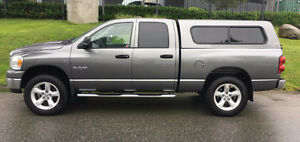 2008 Dodge Ram 1500 5.7 Hemi SLT W/ 2 sets of tires.