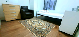 Large double room for rent, bills included, 3mins from station