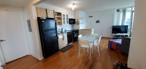 King West/Waterfront Condo! 2bed/2bath/locker/prking Avail Aug 1