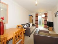Stunning 2 Bedroom 2 Bathroom Flat with a Private Garden in The Centre of Raynes Park!