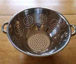 Collander /  Strainer. Great for Spaghetti night! Extra large.