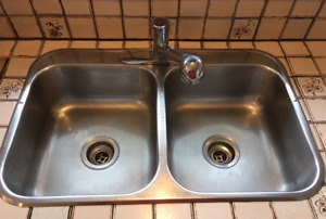 STAINLESS STEEL DOUBLE SINK WITH MOEN SINGLE-LEVER TAP!!