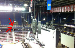 Foo Fighters, close to stage, aisle