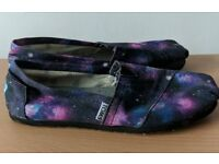 Galaxy Toms Shoes size 4.5